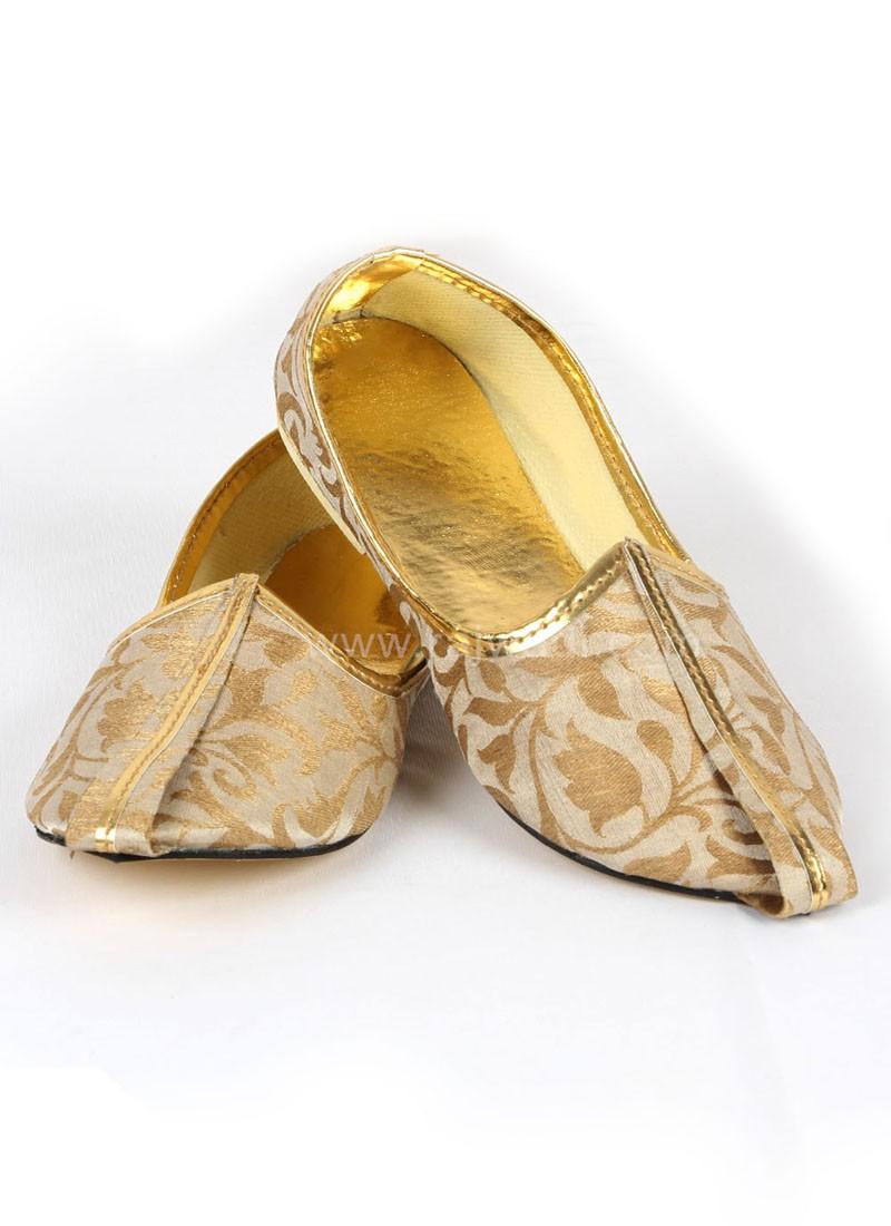 Amazing Golden Mojari