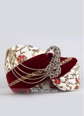 Art Silk and Velvet Fabric Safa With Stylish Broach