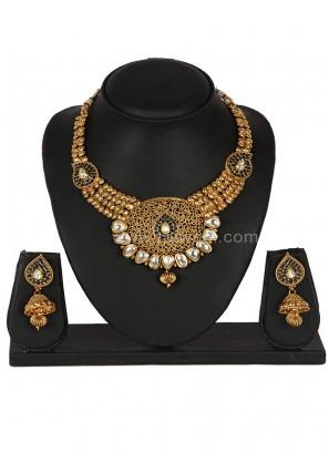 Attractive Black coloured Necklace Set