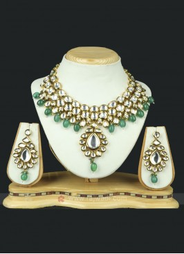 Attractive Crystal Necklace Set