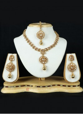 Attractive Golden Necklace Set
