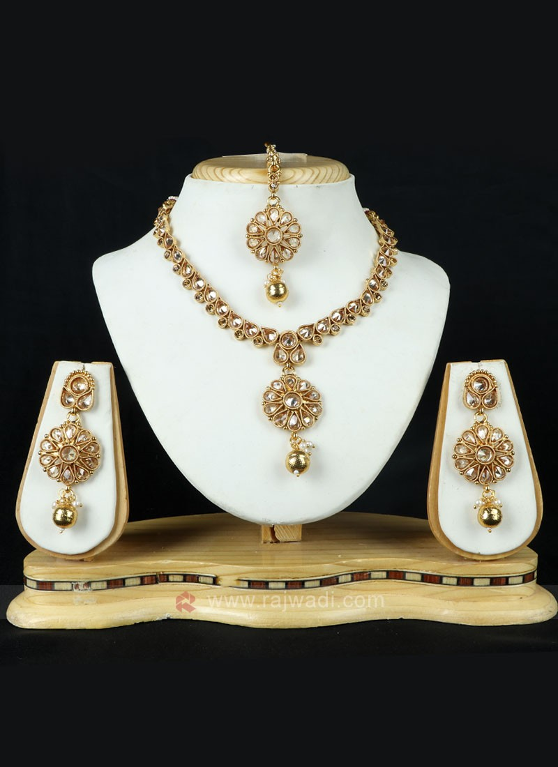 Attractive Golden Necklace Set