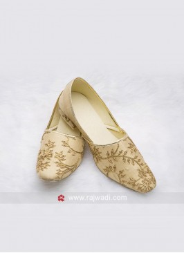 Attractive Golden Zari Work Mojari