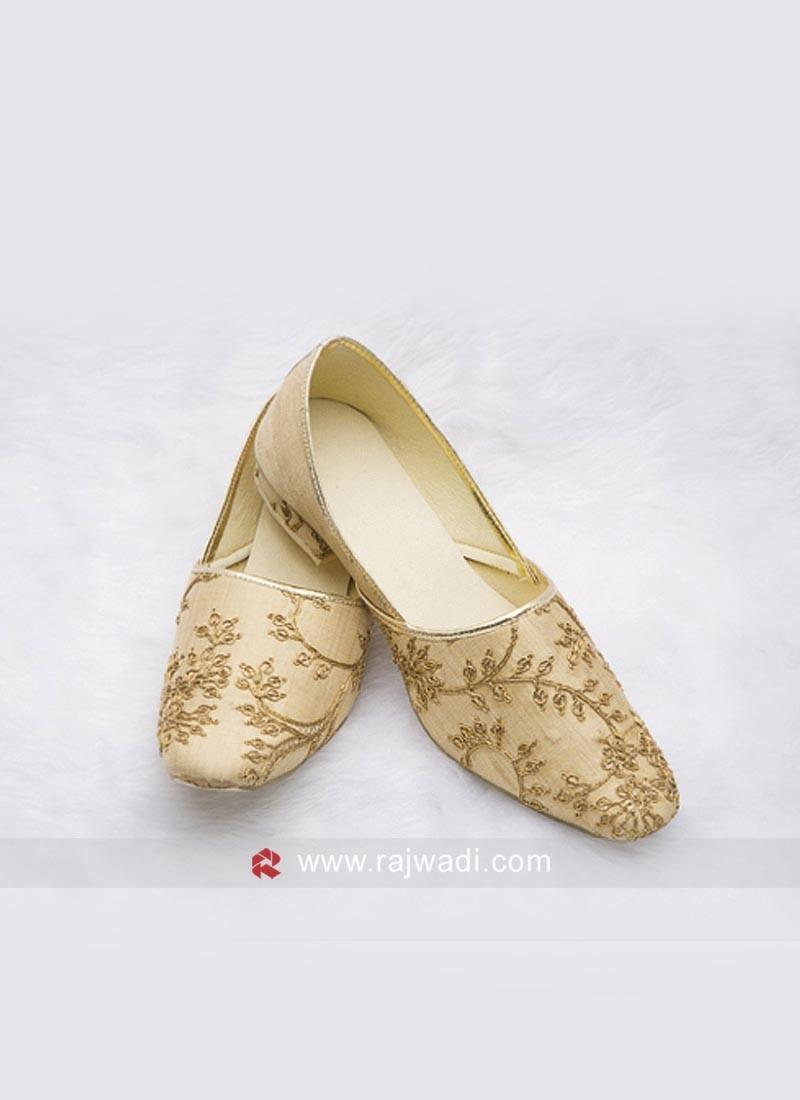 Attractive Golden Zari Work Mojari