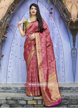 Attractive Rani Saree with Contrast Blouse
