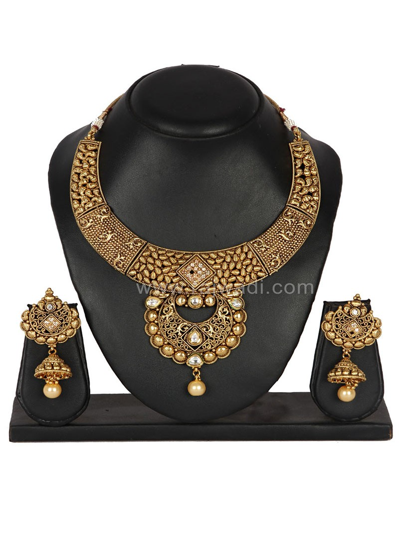 Beauteous Golden coloured Necklace Set