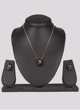 Black Penadant in Golden Chain with Earrings