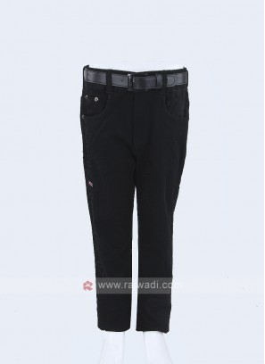 Boys Black solid Regular Fit Jeans