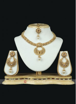 Brass Metal Golden Necklace Set