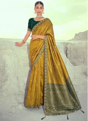 Catchy Silk Designer Traditional Saree