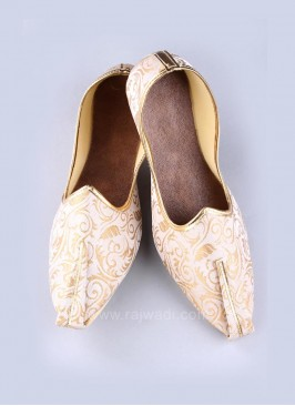 Classy Brocade Fabric Mojari