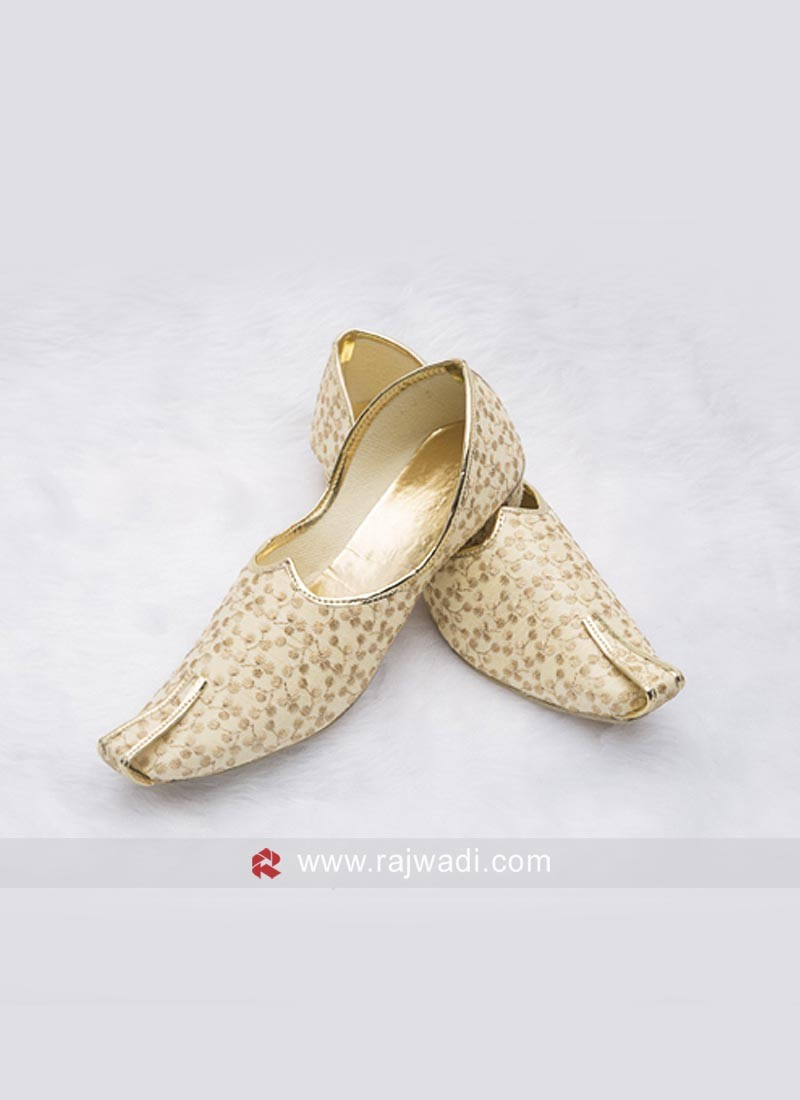 Cotton Silk Cream Mojari