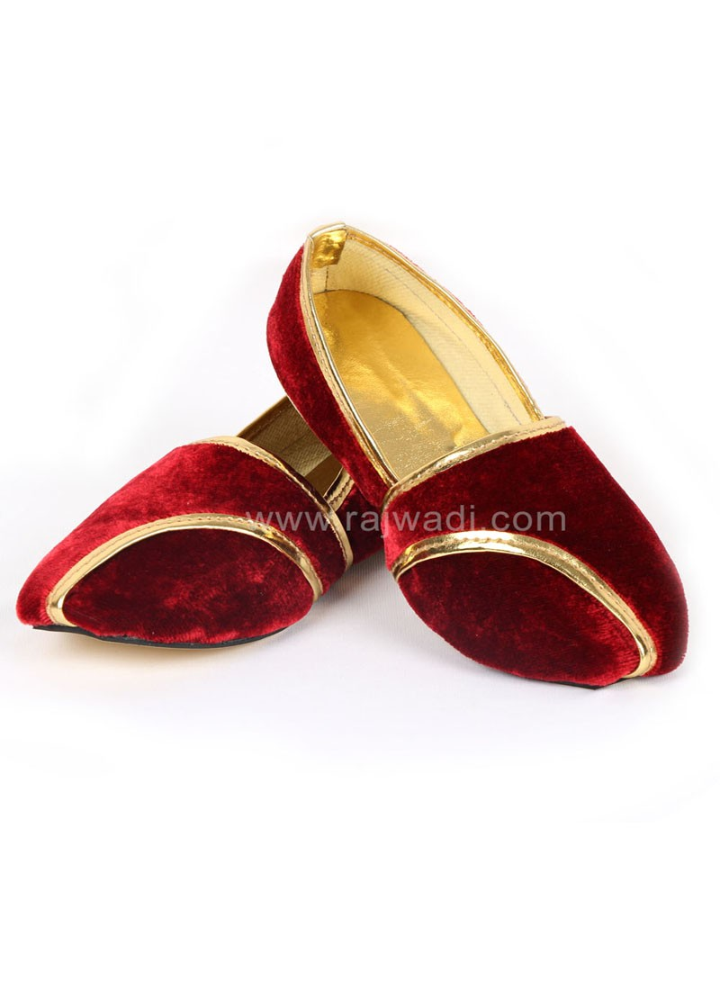 Designer Red coloured Mojari