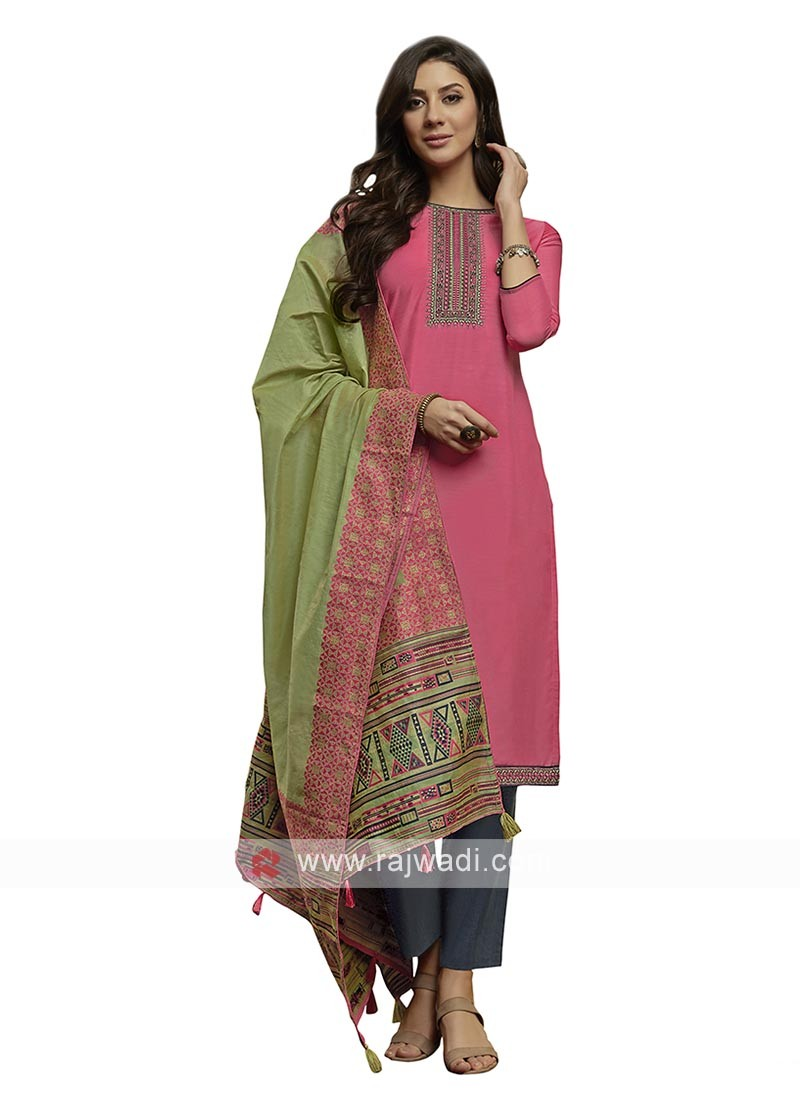 Embroidery suit in pink color