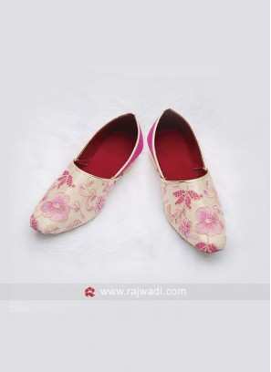 Flower Work Mens Mojari