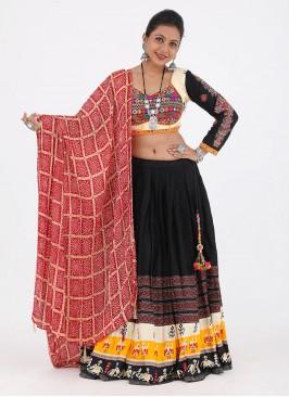Garba Chaniya Choli In Black And Cream Color