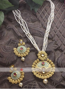 Golden Big Pendant Necklace Set