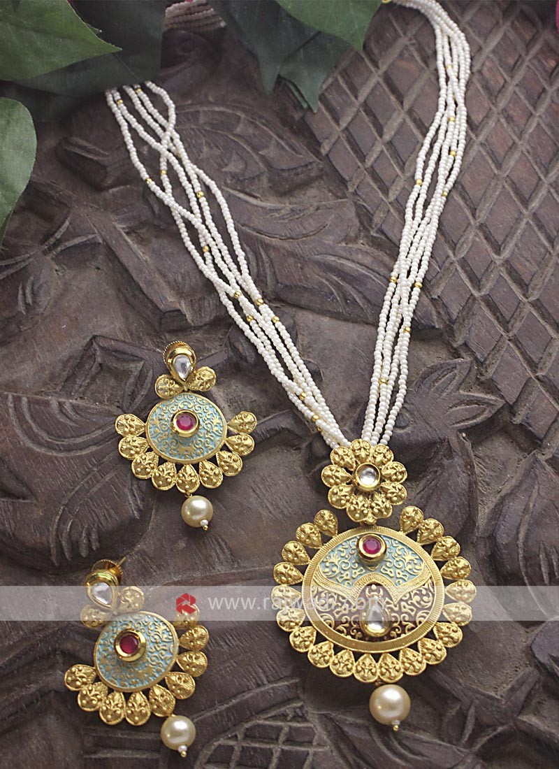 Golden Big Pendant Necklace Set