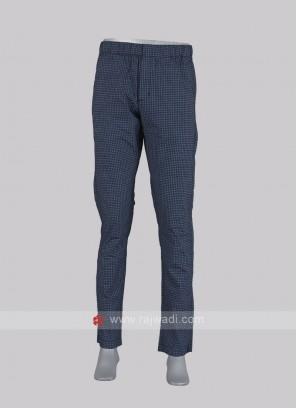 Men navy blue chex pyjama.
