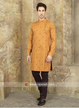Round Neck Kurta Set In Dark Gold Color
