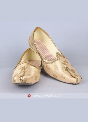 Royal look Art Silk Mojari