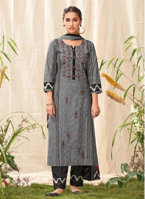 Shagufta Pant Style Salwar Suit In Grey And Black Color