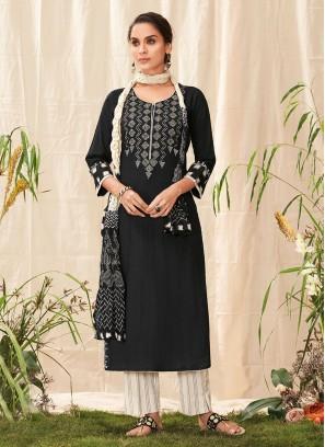 Shagufta Salwar Suit In Balck And Cream Color