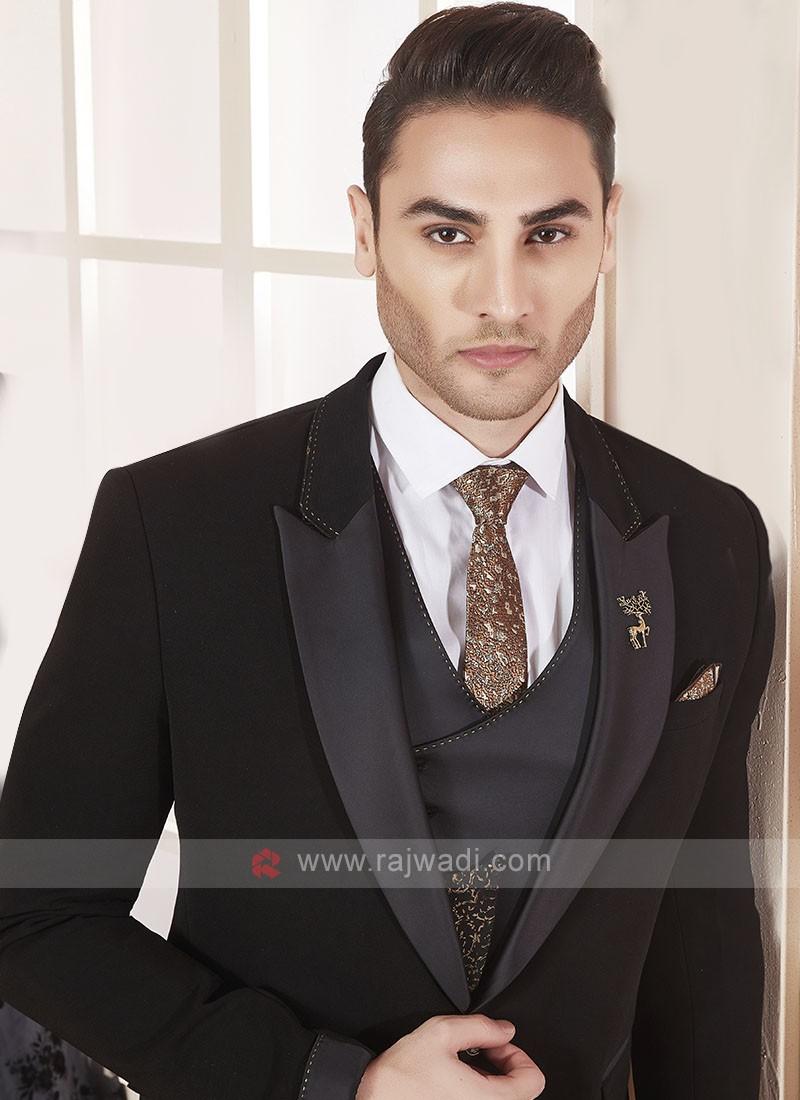 Stylsih black color suit