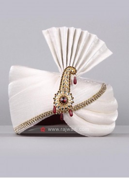 White Color Safa With Fancy Broach