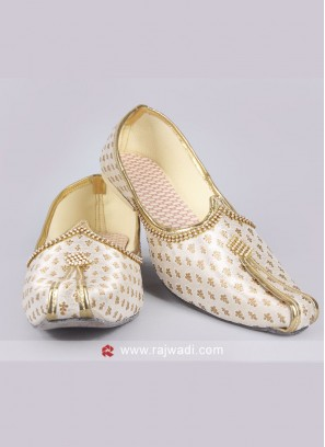 Brocade Off White Mojari