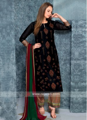 Women Black kurta with Palazzos & Stole