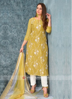 Women Yellow kurta with trouser & Stole